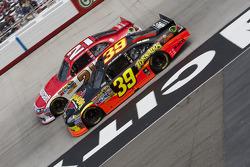 Ryan Newman, Stewart-Haas Racing Chevrolet and Trevor Bayne, Wood Brothers Racing Ford