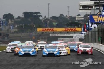 Race start at 2011 Curitiba event