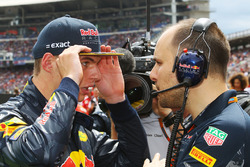 Max Verstappen,  Red Bull Racing with Gianpiero Lambiase, Red Bull Racing Engineer on the grid