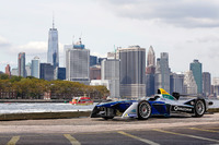 Fórmula E Fotos - A Formula E car with the New York City skyline