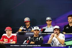 Die FIA Pressekonferenz (Von hinten (L n. R)): Carlos Sainz Jr., Scuderia Toro Rosso; Pascal Wehrlein, Manor Racing; Jolyon Palmer, Renault Sport F1 Team; Kimi Räikkönen, Ferrari; Lewis Hamilton, Mercedes AMG F1; Fernando Alonso, McLaren