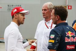 Christian Horner, Red Bull Racing, mit Sebastian Vettel, Ferrari, und Helmut Marko, Red Bull