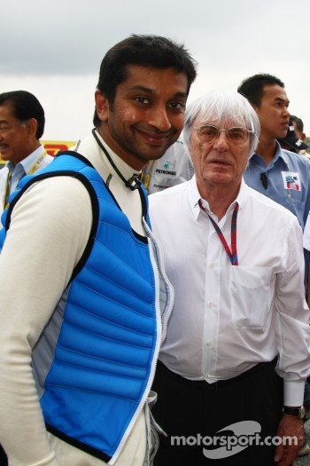 Narain Karthikeyan, Hispania Racing F1 Team with Bernie Ecclestone