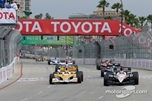 Start: Ryan Hunter-Reay, Andretti Autosport and Will Power, Team Penske lead the field