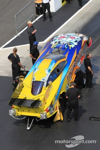 Crew members attending to Jim Head's Toyota Camry