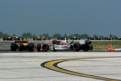 Contact between Ryan Hunter-Reay and Ronnie Bremer