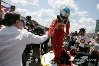 Carl Haas congratulates pole winner Sbastien Bourdais