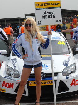 Andy Neate, Team Aon Grid girl