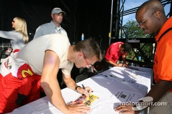 Autograph session: Sbastien Bourdais