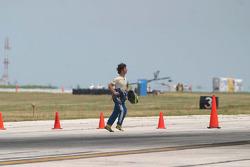 Bruno Junqueira sprints across the track