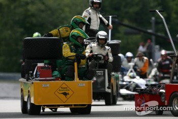 Team carts rush back to pitlane during pace laps