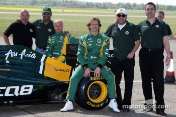 Mike Gascoyne, Team Lotus, Chief Technical Officer, Tony Fernandes, Team Lotus, Team Principal, Heikki Kovalainen, Team Lotus, Jarno Trulli, Team Lotus, Ansar Ali, Caterham Cars