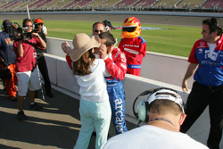 Pole winner Dario Franchitti celebrates with wife Ashley