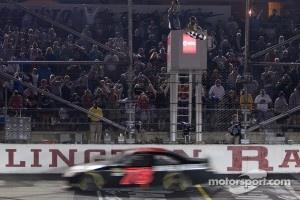 Regan Smith, Furniture Row Racing Chevrolet takes the checkered flag
