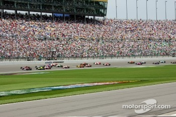 Start: Danica Patrick leads the field