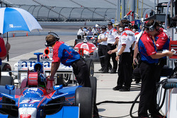 IndyCar teams wait for the green