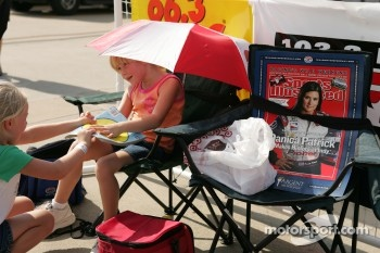 A young fan of Danica Patrick