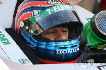 Tony Kanaan rest during practice
