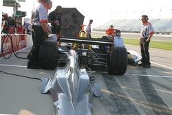 Pitlane work on Tomas Scheckter's car