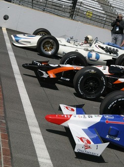 Mario Andretti, Michael Andretti and Marco Andretti get ready to take a lap together
