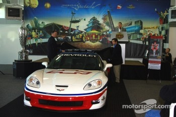 Chevrolet General Manager Ed Peper, left, and Indianapolis Motor Speedway President and General Manager Joie Chitwood unveil the 2006 Chevrolet Corvette Z06 Pace Car
