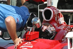 Brian Barnhart talks with Dan Wheldon before qualifying