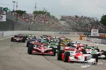 Start: Helio Castroneves leads