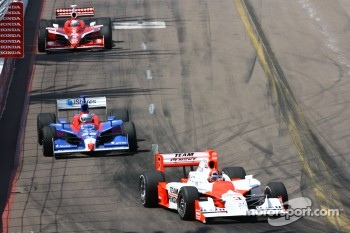 Helio Castroneves leads Marco Andretti