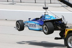 Scott Dixon's car returns on the hook after hitting the wall in practice
