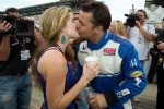 Oriol Servia, Newman / Haas Racing celebrates with his girlfriend Jaclyn Becker after setting the fastest qualifying speed