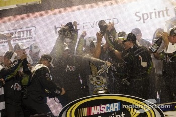 Victory lane: winner Carl Edwards, Roush Fenway Racing Ford celebrates