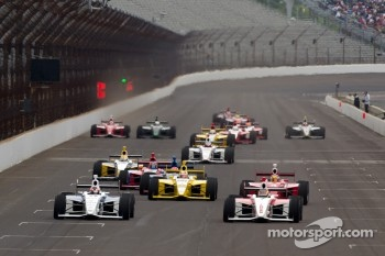 Josef Newgarden, Sam Schmidt Motorsports and Esteban Guerrieri, Sam Schmidt Motorsports battle for the lead