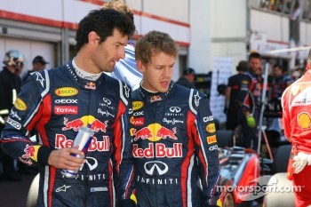 Mark Webber, Red Bull Racing and Sebastian Vettel, Red Bull Racing looking at the Williams