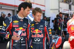 Mark Webber, Red Bull Racing and Sebastian Vettel, Red Bull Racing looking at the Williams