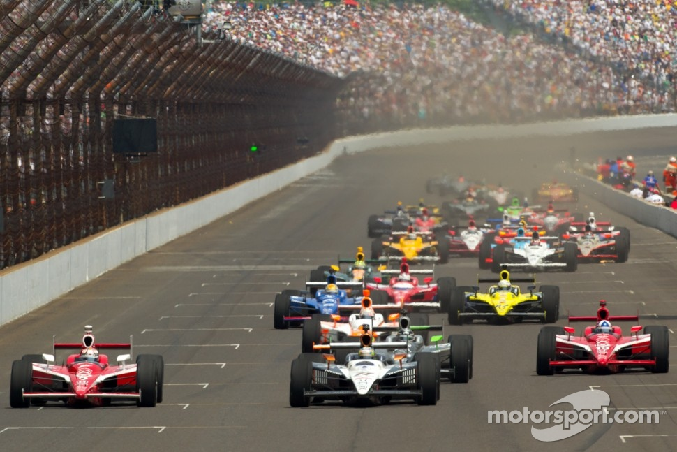 Restart: Scott Dixon, Target Chip Ganassi Racing and Alex Tagliani, Sam Schmidt Motorsports battle for the lead