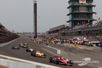 Scott Dixon, Target Chip Ganassi Racing leads the field