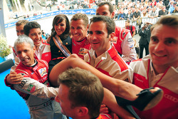 The Audi team lifts Miss 24 Heures du Mans 2011