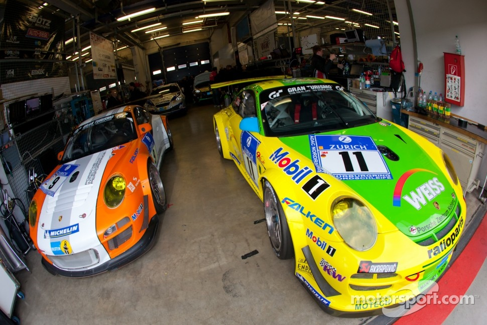 #11 Manthey Racing Porsche 911 GT3 R and #9 Porsche Team Manthey Porsche 911 GT3 R
