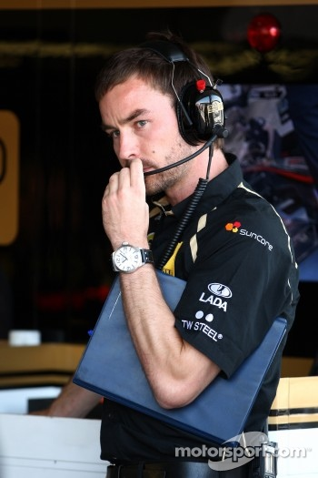 Lotus Renault GP engineer