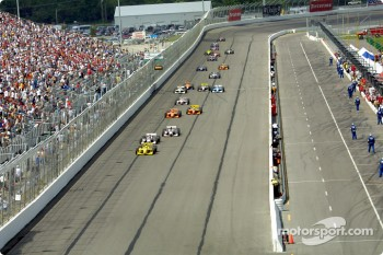 Sam Hornish Jr. leading the field