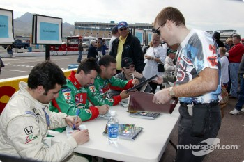 Autograph session: Dario Franchitti, Michael Andretti, Tony Kanaan and Dan Wheldon