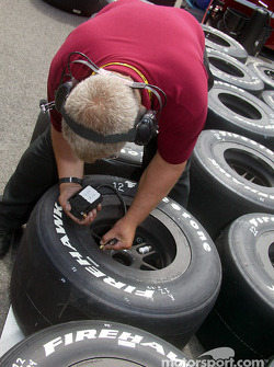 Mo Nunn Racing crew member checks tire pressure