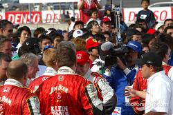 Dan Wheldon celebrates with Andretti Green Racing crew members