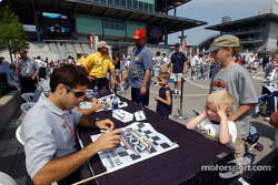 Autograph session: Vitor Meira