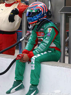 Tony Kanaan prepares to qualify