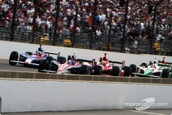 Buddy Rice, Dario Franchitti, Dan Wheldon and Tony Kanaan lead at the start