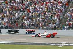 Helio Castroneves approaches finish line