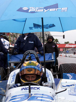Tony Kanaan in front of Dario Franchitti