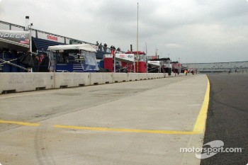 Empty pitlane