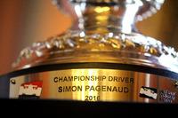 IndyCar Fotos - Der Meisterpokal von Simon Pagenaud